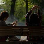 bench-people-smartphone-sun-640×390